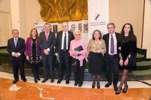 Tony Carro, con sus familiares, alcalde y periodistas ortigueireses