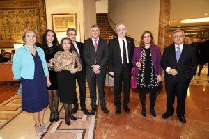 Pilar Falcón y Tony Carro, con un grupo de ortigueireses