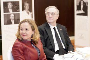 Nadia Calviño y Tony Carro